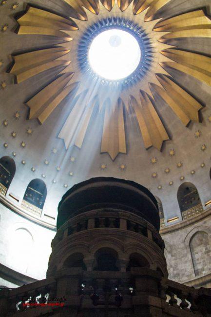 Kutsal Kıyamet Kilisesi İçi